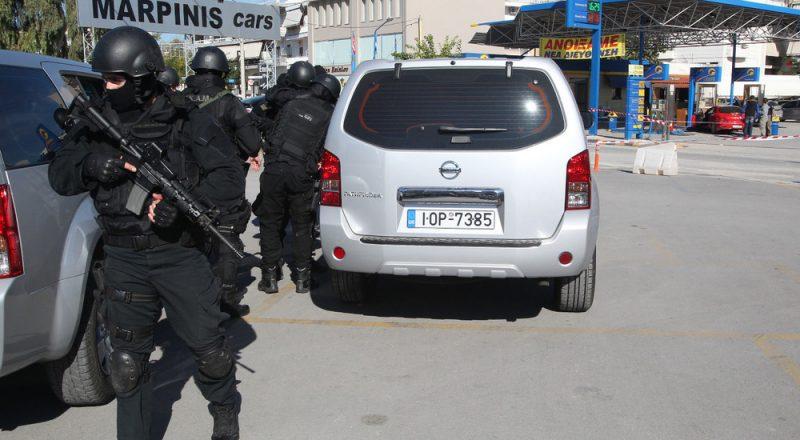 Σφοδρή ανταλλαγή πυροβολισμών στη Μάνδρα Αττικής