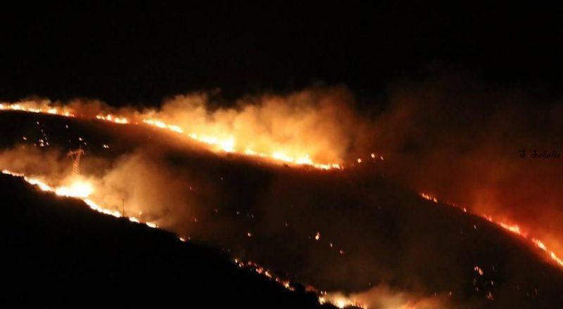 Σε εξέλιξη πυρκαγιά στην Εύβοια. Εκκενώθηκαν χωριά