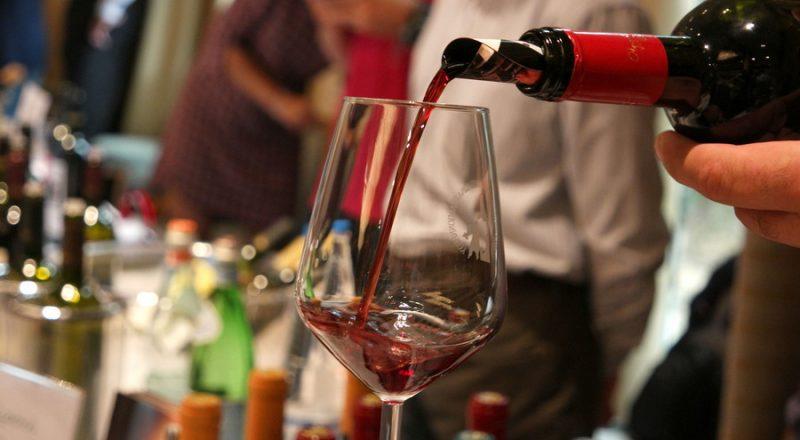Καταργείται ο Ειδικός Φόρος Κατανάλωσης στο κρασί