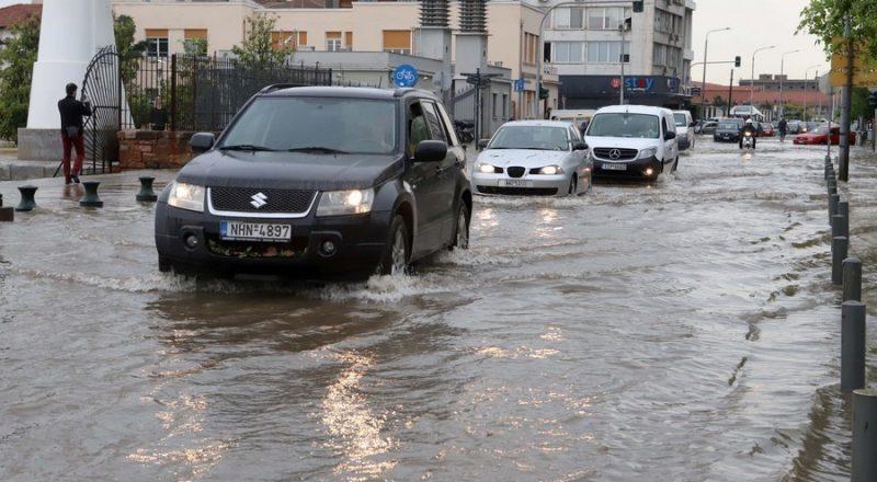 Σαρώνει την Ελλάδα η κακοκαιρία. Καταιγίδες και στην Αττική