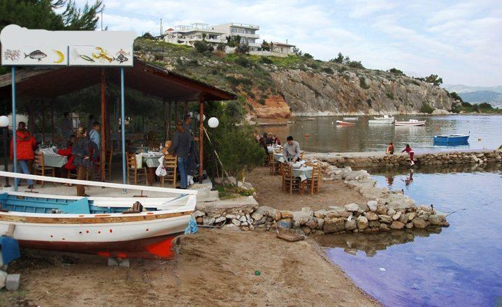 Eurostat: Οι Έλληνες διαθέτουν αρκετά για φαγητό και ποτό εκτός οικίας