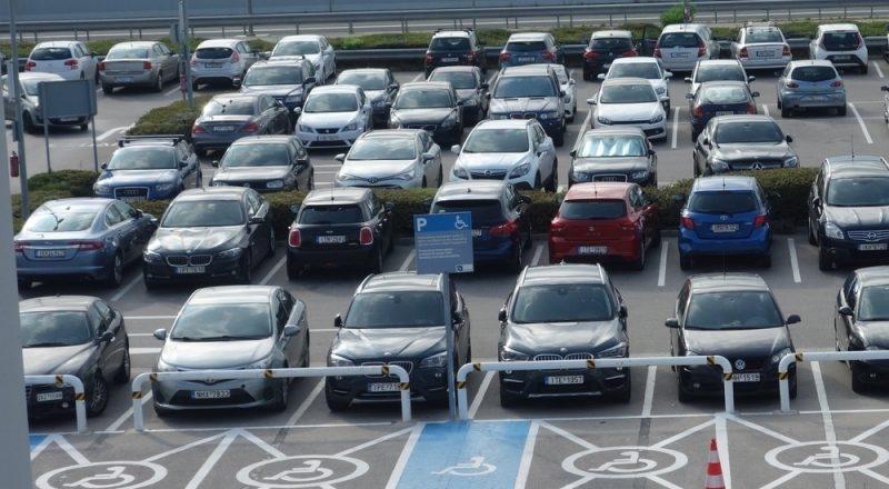 Αυξάνονται οι πωλήσεις καινούριων αυτοκινήτων