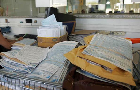 Εκατομμύρια φορολογικές δηλώσεις πρέπει να υποβληθούν σε περίπου ένα μήνα