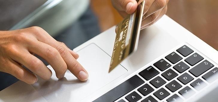 ΤτΕ: Περίοδος προσαρμογής για τις αλλαγές στις συναλλαγές μέσω διαδικτύου