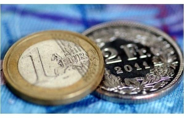 Απόφαση- σοκ για 70.000 δάνεια σε ελβετικό φράγκο