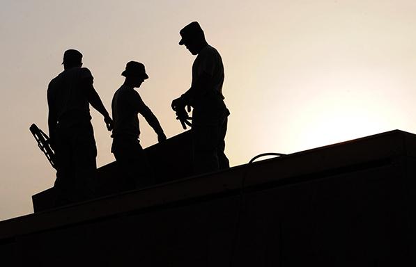 Χείρα βοηθείας στους εγκλωβισμένους εργαζόμενους