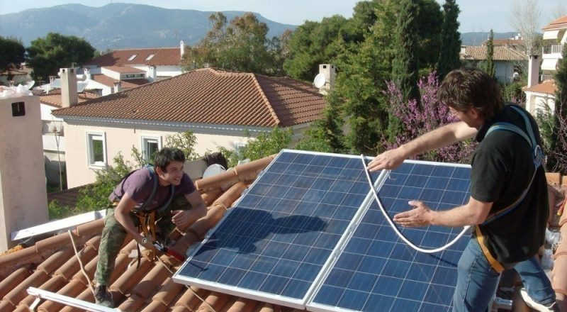 Σήμα κινδύνου από 5000 επαγγελματίες στα φωτοβολταϊκα