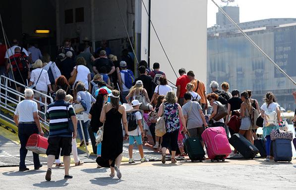 Αυξημένη η κίνηση στα λιμάνια Πειραιά, Ραφήνας και Λαυρίου