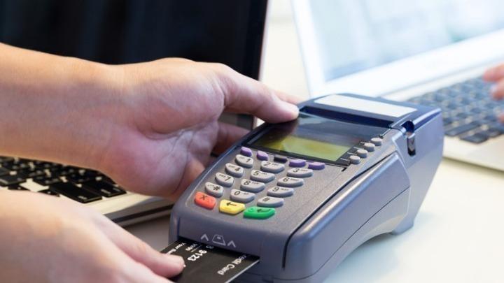 ΕΤΕ: Μέτρα για τις ασυνήθιστες συναλλαγές με χρήση πιστωτικών καρτών