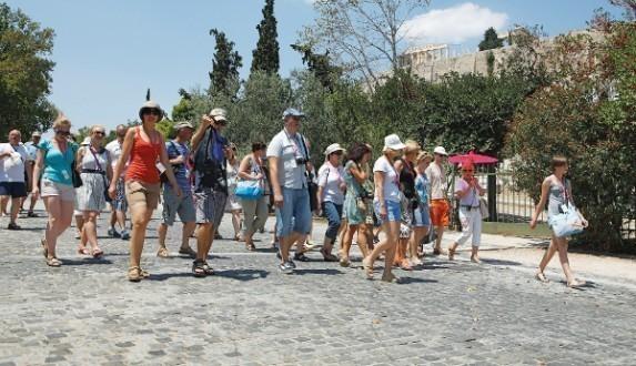 Αντιδρά ο τουριστικός κόσμος για αύξηση του ΦΠΑ