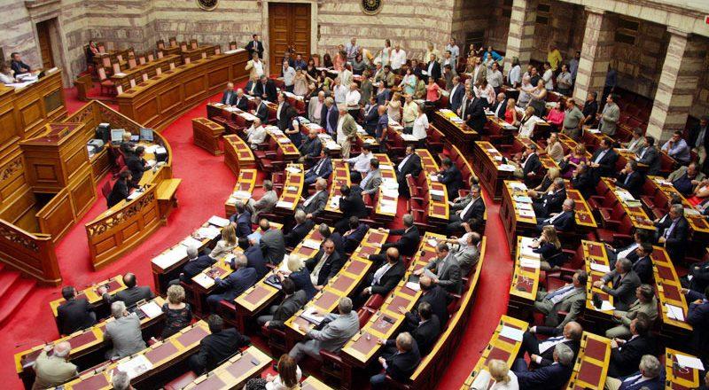 Τα 185 «ναι» των βουλευτών υπέρ της υποχρεωτικότητας εγγραφής