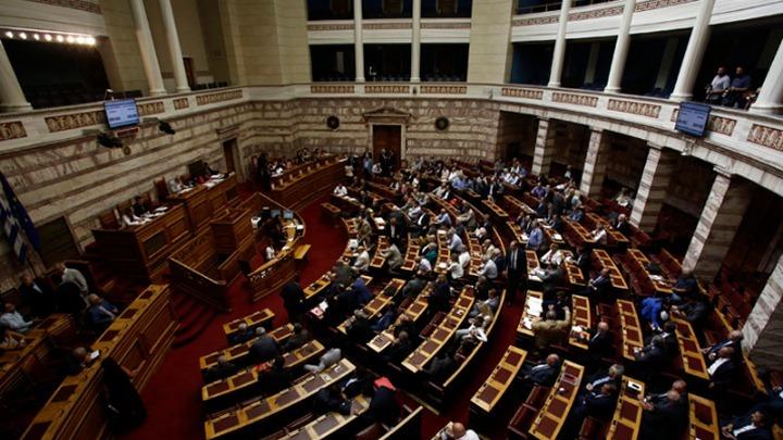 Κατατέθηκαν οι τροπολογίες για μειώσεις ΦΠΑ και 13η σύνταξη – Τι προβλέπουν