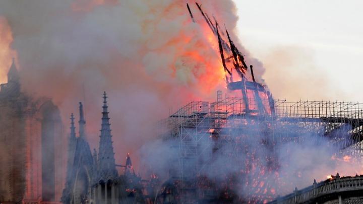 Παγκόσμιο σοκ. Η Παναγία των Παρισίων στις φλόγες!