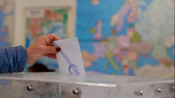 Η Ελλάδα στις κάλπες για τις τετραπλές εκλογές
