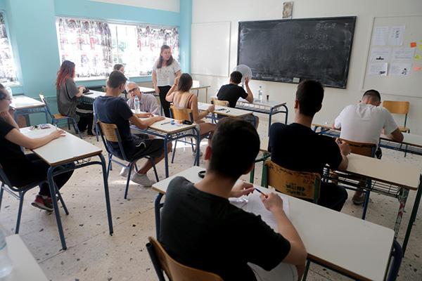 Πανελλαδικές: Ποδαρικό με Νέα Ελληνική Γλώσσα και για τους υποψήφιους των ΓΕΛ – Τα θέματα