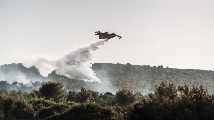 Μεγάλη φωτιά σε εξέλιξη στην Εύβοια – πλήθος πυρκαγιών, ανακοινώσεις του Μ. Χρυσοχοΐδη