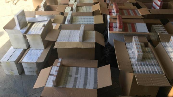 Κατασχέθηκαν πάνω από 3.300 πακέτα λαθραία τσιγάρα και 87 κιλά καπνού