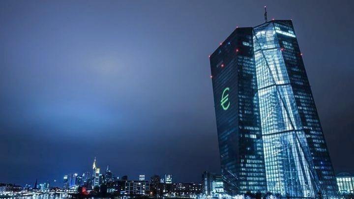 ΕΚΤ: Κίνδυνος ύφεσης, μείωση επιτοκίων καταθέσεων – χορηγήσεων