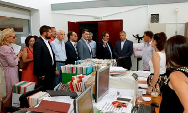 Επίσκεψη Γ. Πατούλη στη Γενική Διεύθυνση Μεταφορών και Επικοινωνιών της Περιφέρειας-Σχέδιο για έκδοση 100.000 νέων αδειών οδήγησης