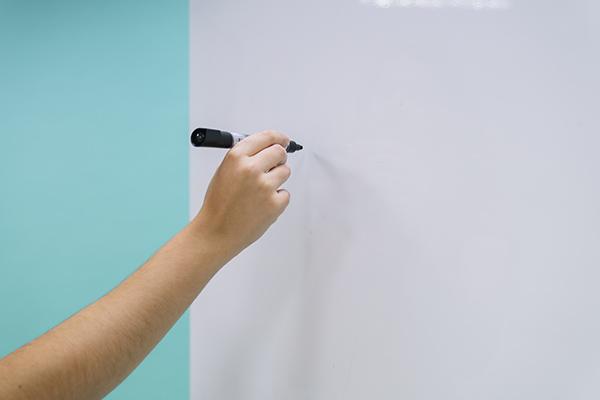Διαμαρτυρία των Κέντρων Ξένων Γλωσσών για τα «μαύρα» ιδιαίτερα – Τι ζητούν