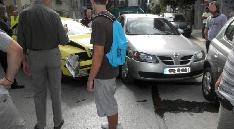 Βασικός παράγοντας πρόκλησης τροχαίων, η χρήση των κινητών από τους οδηγούς