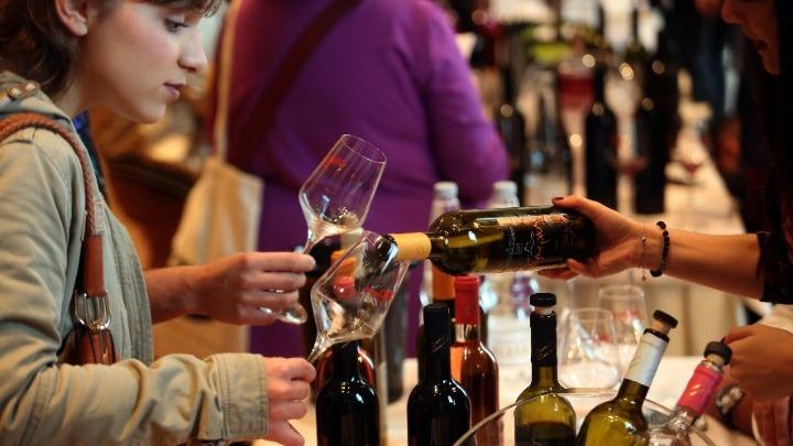 ΠΟΥ: Η κατανάλωση αλκοόλ έχει μειωθεί κατά 43% από το 2003