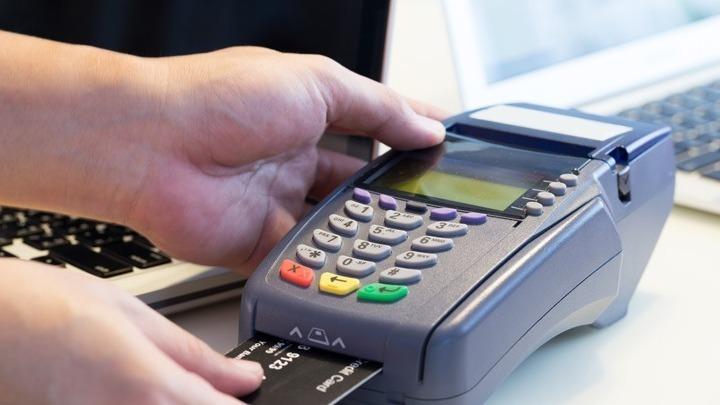 Έως 31 Δεκεμβρίου οι ανέπαφες συναλλαγές μέχρι 50 ευρώ χωρίς PIN