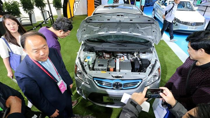 Ηλεκτροκίνηση αυτοκινήτων: Σκληρός ανταγωνισμός για τις μπαταρίες