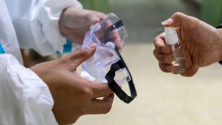 Στο 6% ο ΦΠΑ στα αντισηπτικά, μάσκες κ.ά. – Μέχρι 3 αντισηπτικά ανά πελάτη