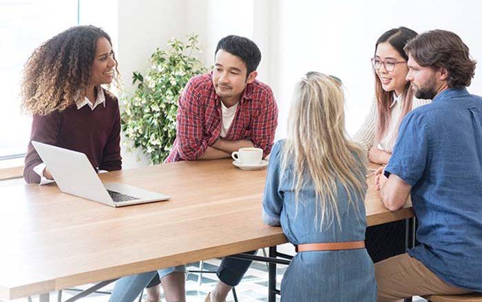 Έρευνα: Η τηλεργασία δεν μπορεί να υποκαταστήσει τα πλεονεκτήματα της φυσικής παρουσίας στους χώρους εργασίας