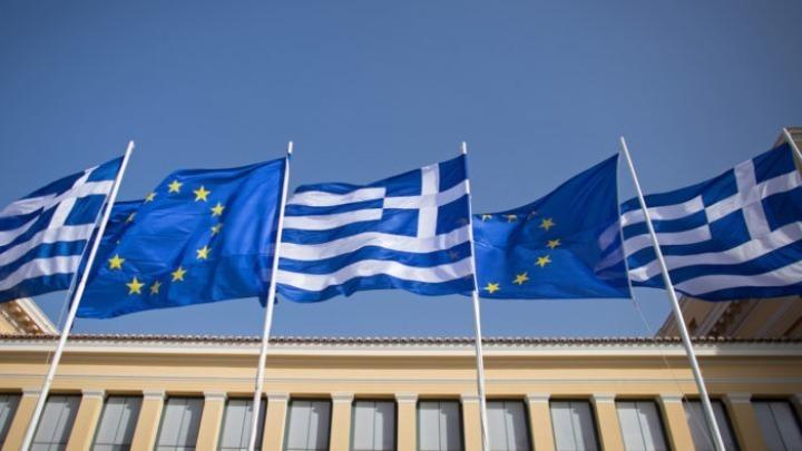 Ευρωπαϊκοί θεσμοί: Σημάδια ταχύτερης ανάκαμψης της ελληνικής οικονομίας – Καθυστερήσεις στην εκκαθάριση των ληξιπρόθεσμων οφειλών
