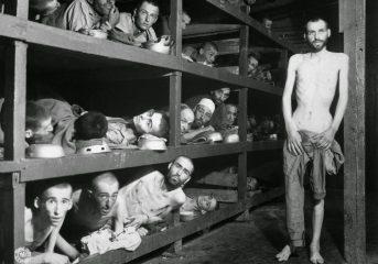 Κρατούμενοι στοιβαγμένοι σε στρατόπεδα εξόντωσης