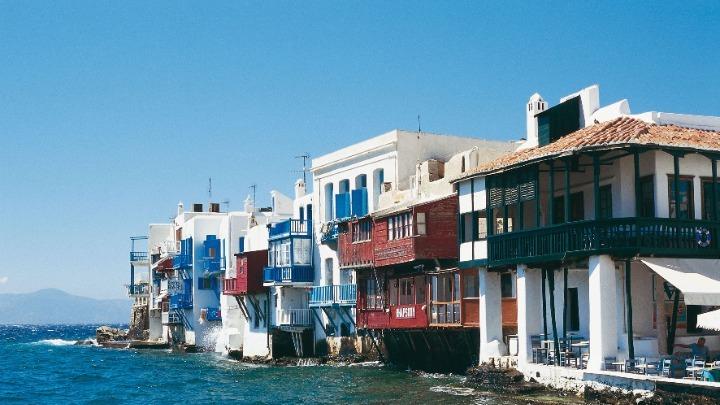 Η Ελλάδα στις χώρες που έχουν «καλές πιθανότητες» να ανοίξουν σύντομα για τουρισμό