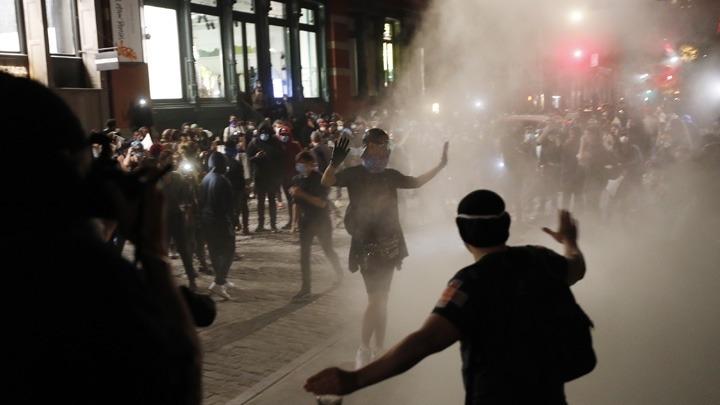 Χάος από διαδηλώσεις στις ΗΠΑ για τη δολοφονία του Τζ. Φλόιντ – Απαγόρευση κυκλοφορίας και  λεηλασίες