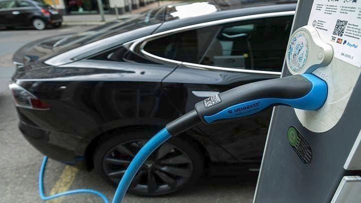 Υποχρεωτική η υποδομή για φορτιστές ηλεκτρικών οχημάτων σε πολυκατοικίες για άδειες από τον Μάρτιο του 2021