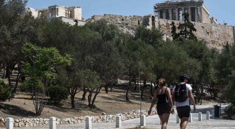 Σε ελεύθερη πτώση τα έσοδα από τον τουρισμό
