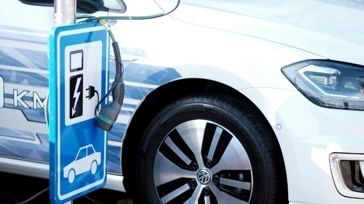 Πέντε χιλιάδες αιτήσεις για επιδότηση αγοράς ηλεκτρικών οχημάτων!