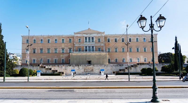 Εγκρίθηκαν κατά πλειοψηφία από τις επιτροπές της Βουλής, οι συμβάσεις για τους πόρους του Ταμείου Ανάκαμψης και Ανθεκτικότητας –Oι θέσεις των κομμάτων