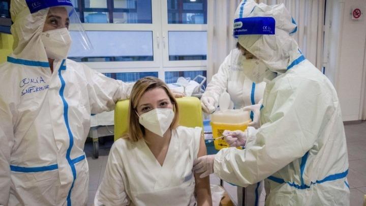 Έρευνα: Οι εμβολιασμένοι κατά του κορονοϊού έχουν μικρότερη θνησιμότητα μη-Covid-19 σε σχέση με τους ανεμβολίαστους