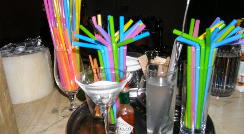 «Τέλος» για ορισμένα πλαστικά μίας χρήσης