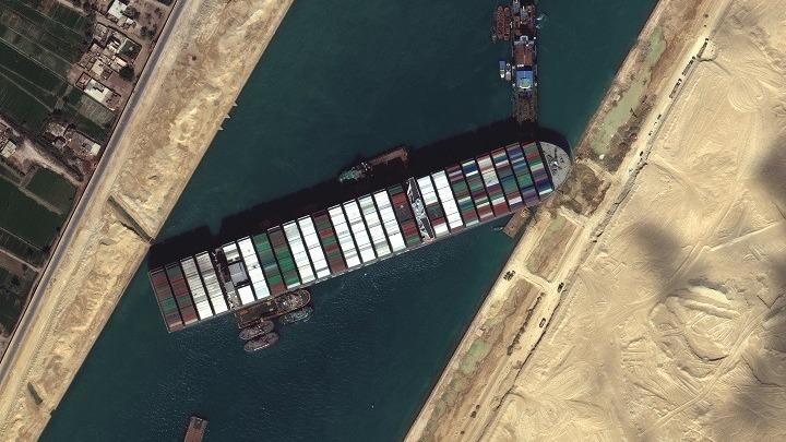 321 πλοία εγκλωβισμένα στη Διώρυγα του Σουέζ – «Δύσκολο να προσδιοριστεί πότε θα λυθεί ακριβώς το πρόβλημα»