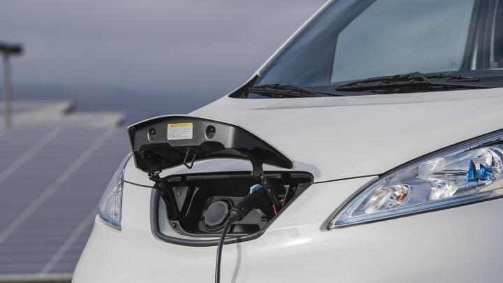 Ελεύθερη κυκλοφορία των «καθαρών» ηλεκτρικών οχημάτων στον δακτύλιο της Αθήνας