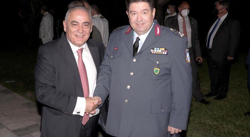 Συζήτηση Προέδρου Ε.Ε.Α. με τον Αρχηγό της ΕΛ.Α.Σ. για παρεμπόριο-λαθρεμπόριο, στο πλαίσιο της γιορτής της Δημοκρατίας