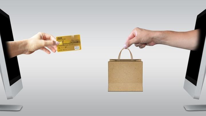 Ένας στους δυο χρήστες του διαδικτύου έκανε online αγορά τον τελευταίο μήνα