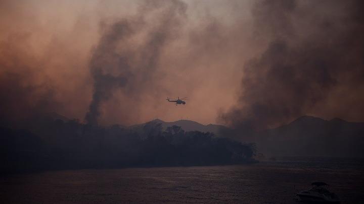 Δεκαέξι τραυματίες από την πυρκαγιά στην Αιγιάλεια