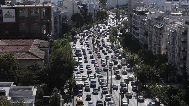 Δραστικές μειώσεις στις άδειες δακτυλίου – Τι αλλάζει – Ποια αυτοκίνητα κυκλοφορούν ελεύθερα – Ποιοι εξαιρούνται